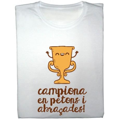 Samarreta noia Campiona en petons i abraçades