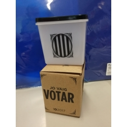 Rèplica en miniatura de l'urna del referèndum de l'1 d'octubre